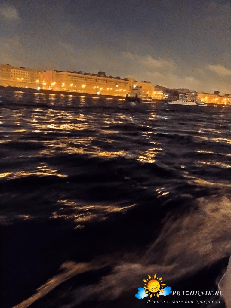 razvodnye-mosty-Sankt-Peterburg-naperegonki